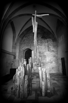 "Golgotha | Foto: Dr. Dietrich Oberschulte Beckmann | Fotoclub 2000 Aachen | Ausstellung ""Stein & Edelstein"" 2015 Domschatzkammer Aachen"