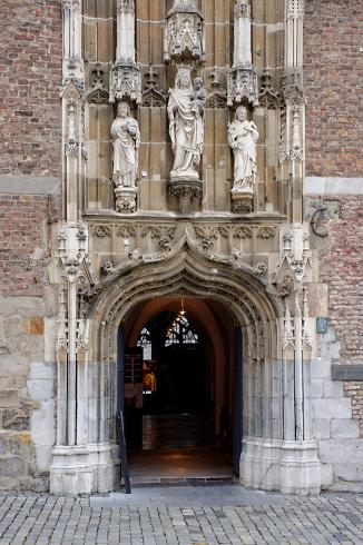 'Kleines Drachenloch', Haupteingang zur Domschatzkammer Aachen, © JosWaS